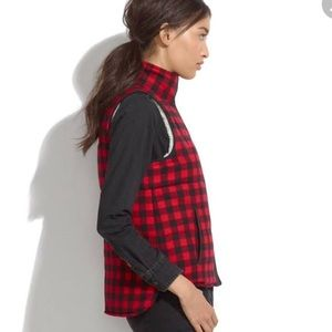 Madewell Sherpa-lined buffalo plaid vest. Size sm